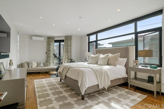 Master Bedroom (entry level)