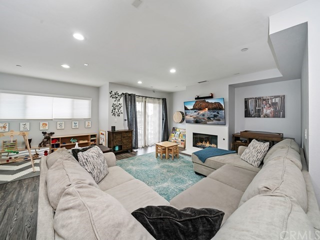 1611 208th, Torrance, Los Angeles, California, United States 90501, 3 Bedrooms Bedrooms, ,2 BathroomsBathrooms,Townhouse,For Sale,208th,TR21067869