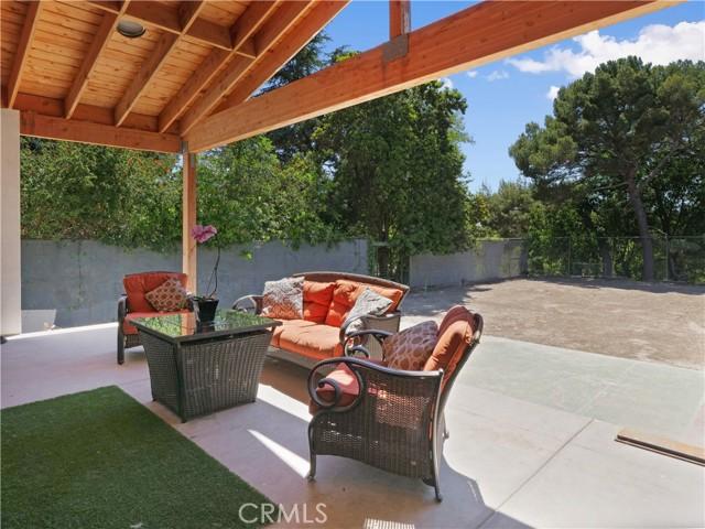 35. 19 Dapplegray Lane Rolling Hills Estates, CA 90274