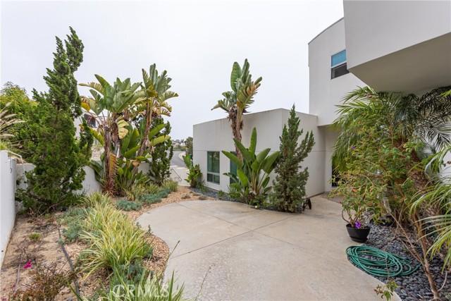 19. 600 LORETTA Drive Laguna Beach, CA 92651