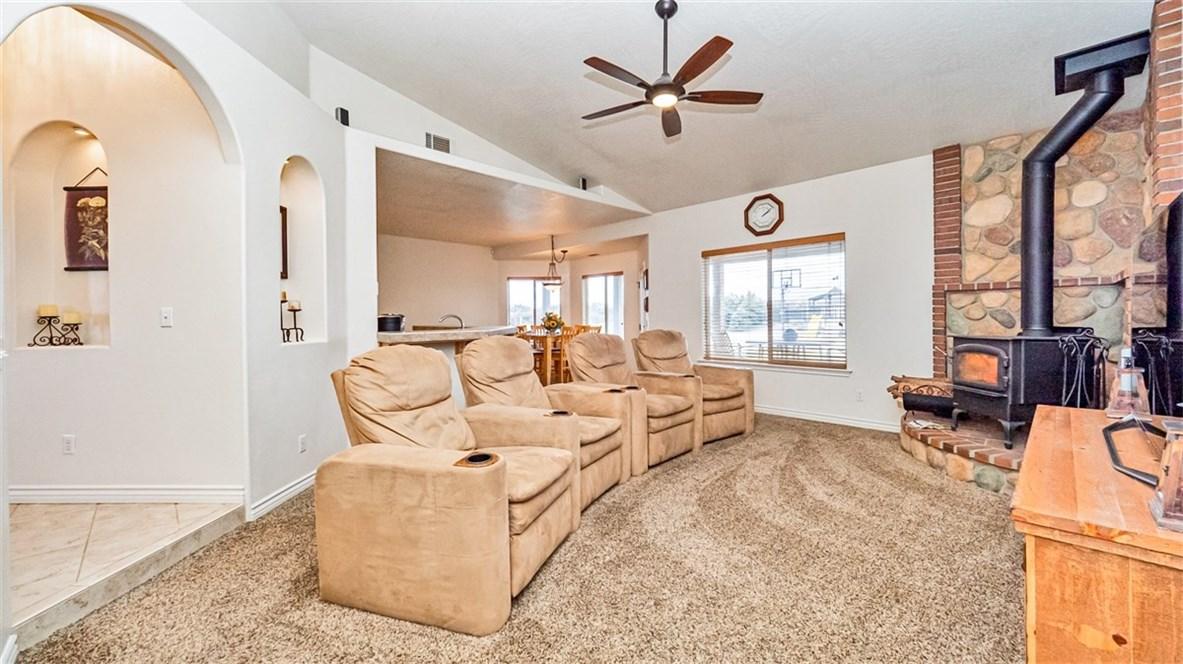 10025 Ranchero Rd, Oak Hills, CA 92344 Photo 4