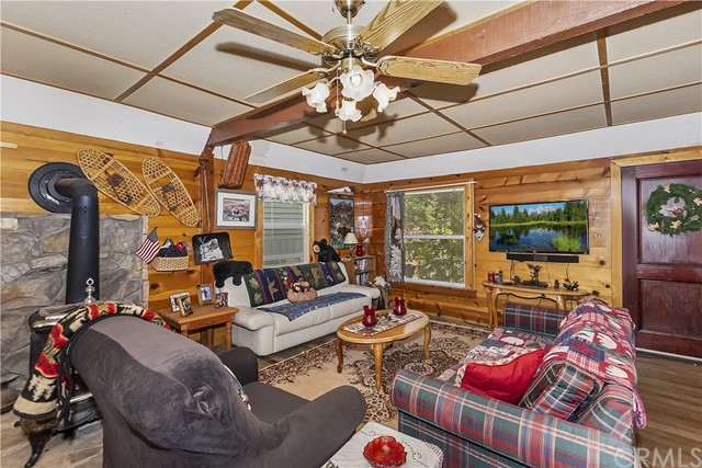 33785 Cedar Pines Ln, Green Valley Lake, CA 92341 Photo 2