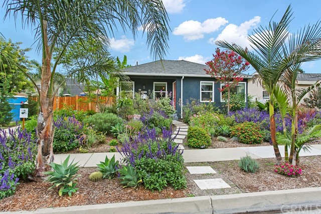 3911 Stearnlee - talk about CURB APPEAL!