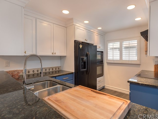 2112 Warfield Avenue, Redondo Beach, California 90278, 2 Bedrooms Bedrooms, ,2 BathroomsBathrooms,Townhouse,For Sale,Warfield,SB19092792