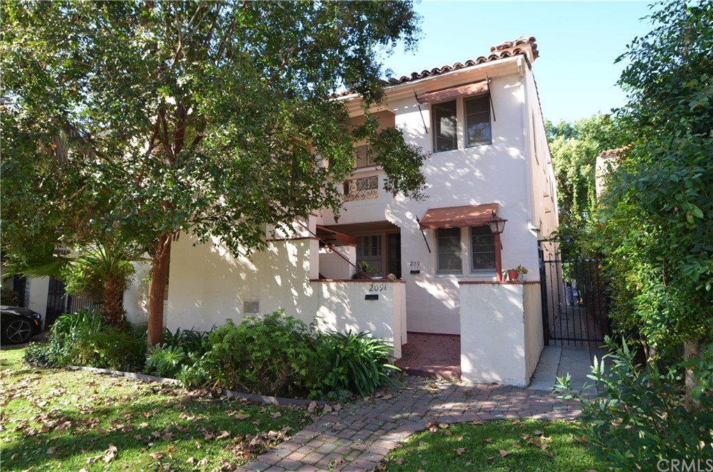 Photo of 209 S Arnaz Drive, Beverly Hills, CA 90211