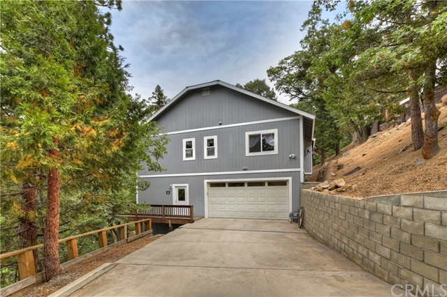 30692 Live Oak Drive, Running Springs, CA 92382