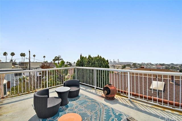 959 2nd Street, Hermosa Beach, California 90254, 5 Bedrooms Bedrooms, ,2 BathroomsBathrooms,For Sale,2nd,SB20190726