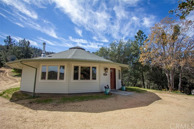 25149 Tenniel Road, Crestline, CA 92325