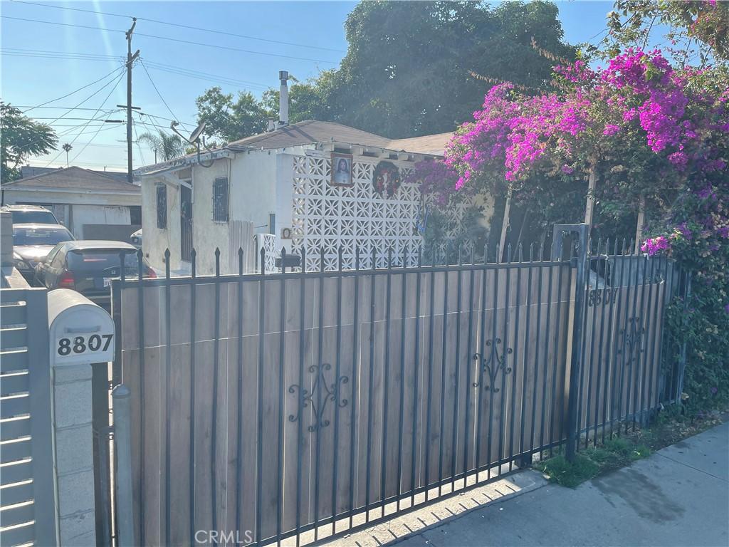 8807     Mary Avenue, Los Angeles CA 90002