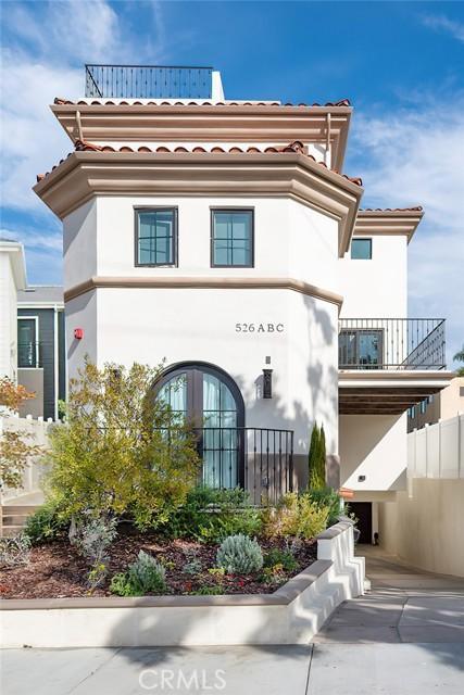48. 526 N Elena Avenue #B Redondo Beach, CA 90277