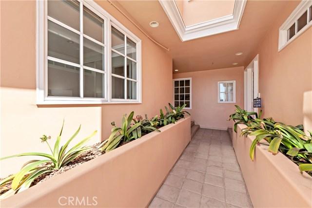 35. 302 Carnation Avenue Corona del Mar, CA 92625