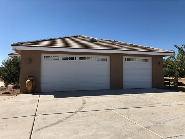 8110 Heartland Cr, Oak Hills, CA 92344 Photo 1