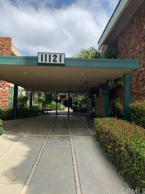 11121 Queensland Street B16, Los Angeles, CA 90034