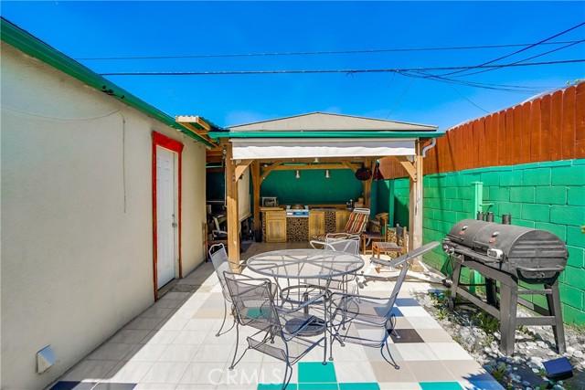 43. 2661 Thurman Avenue Los Angeles, CA 90016