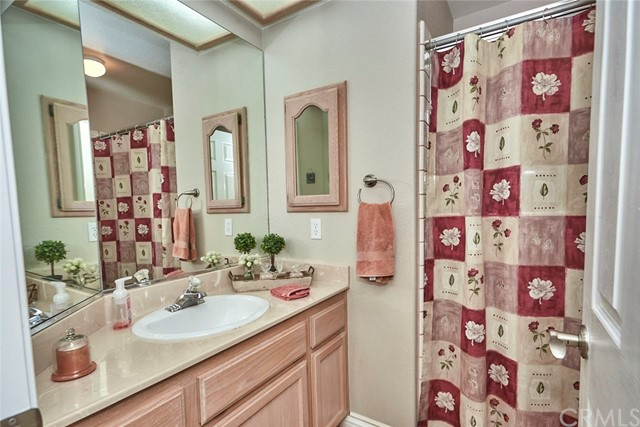 10224 Whitehaven St, Oak Hills, CA 92344 Photo 18