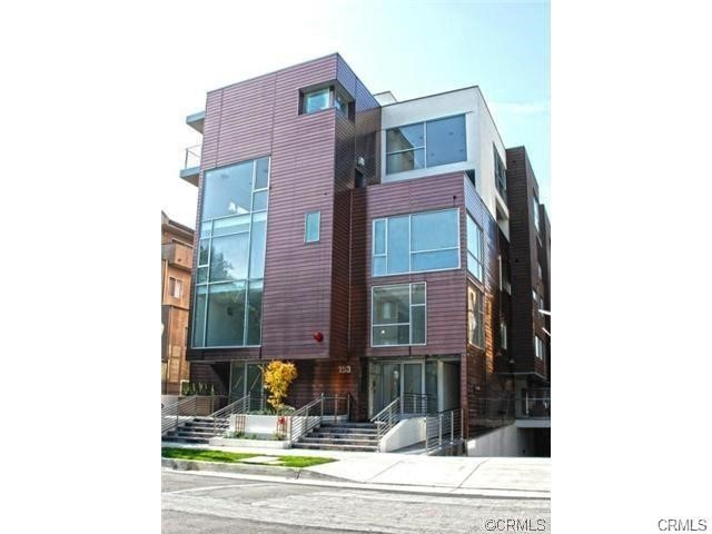 153 S Hudson Avenue 405