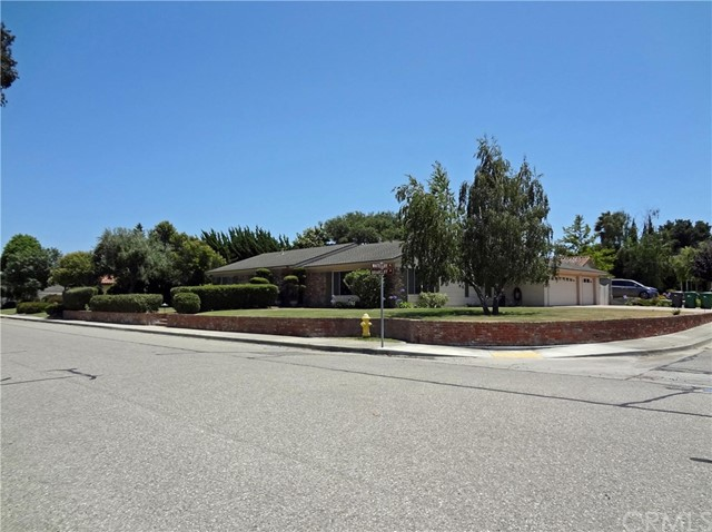 986 Briarcliff Drive, Santa Maria, CA 93455