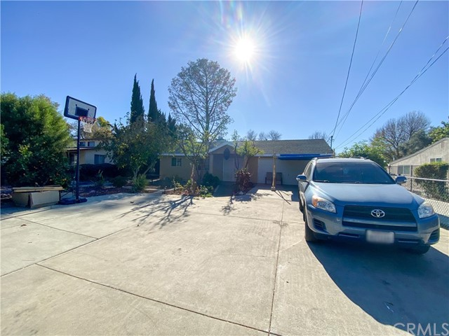 Short Term Rental - Located in the San Fernando Valley, this quaint home is minutes away from the University. Near local grocery stores and street parking available.