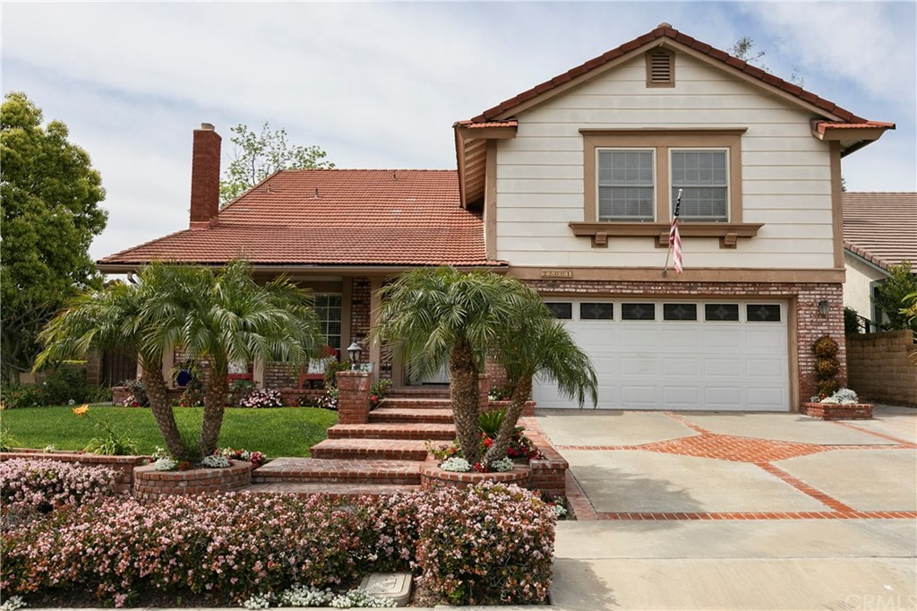 Beautiful Serrano Park Seville model featuring 4 bedrooms, 3 bathrooms, with fresh paint, finished ceilings, new carpet, main floor bedroom, spacious kitchen, large family room, ample formal rooms, expansive master suite, big bonus room, and very large enclosed patio, outside patio, large front porch, new central heating and A/C.  This quality home is designed for gracious living at its finest.  The first level features beautiful wood flooring.  The front back and side yards are professionally landscaped. Onsite association facilities offer 2 sparkling pools, a spa, 4 night-lighted tennis courts, parks, greenbelts, playgrounds, and a beautiful clubhouse.  Priced to sell.