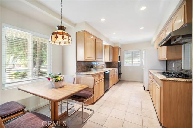 19. 23800 Tiara Street Woodland Hills, CA 91367