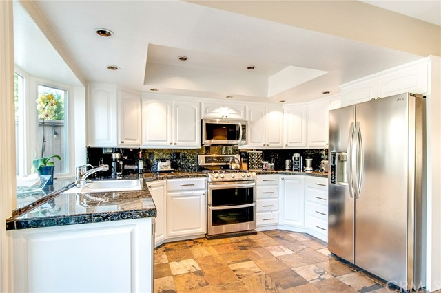 Fresh White and Bright Kitchen