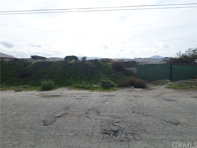 781 E Santa Fe Street, San Bernardino, CA 92401