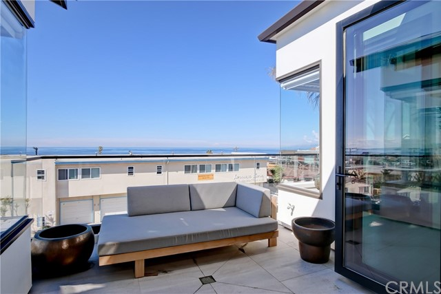 1712 Manhattan Avenue, Hermosa Beach, California 90254, 3 Bedrooms Bedrooms, ,4 BathroomsBathrooms,For Rent,Manhattan,SB21065011