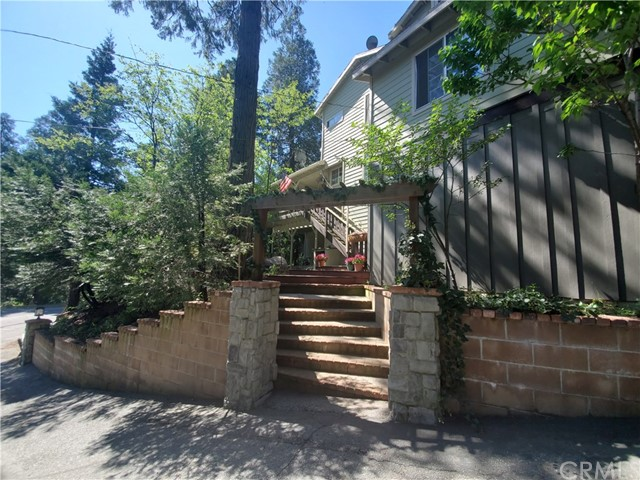 23891 Lakeview Drive, Crestline, CA 92325