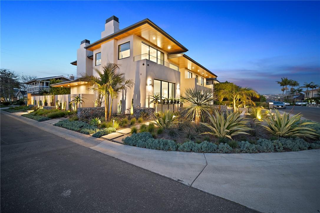 36. 660 Kings Road Newport Beach, CA 92663