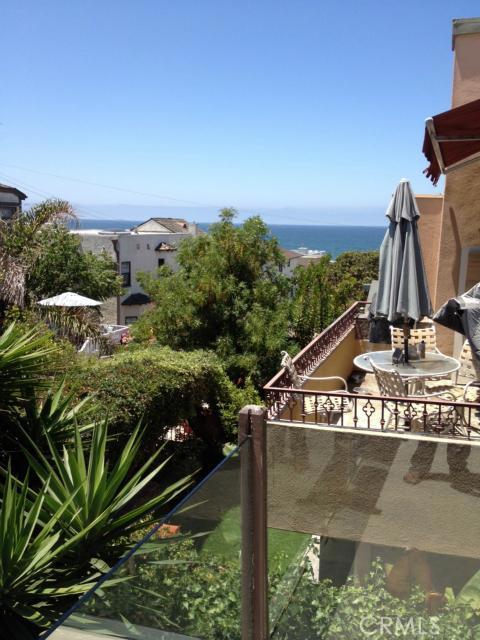 225 31st Street, Hermosa Beach, California 90254, 3 Bedrooms Bedrooms, ,2 BathroomsBathrooms,For Sale,31st,S12089195