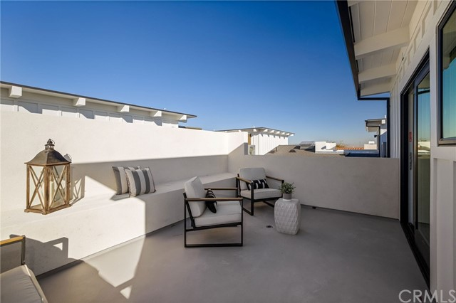 Rooftop deck with expansive views