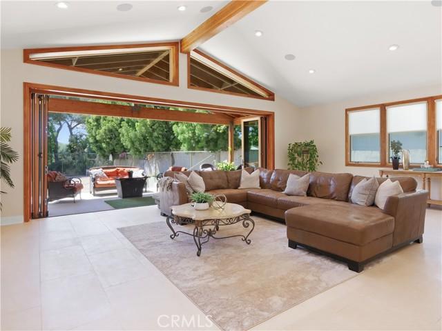 11. 19 Dapplegray Lane Rolling Hills Estates, CA 90274