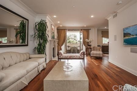 261 S Reeves Drive 201, Beverly Hills, CA 90212