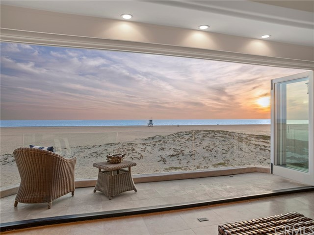 Photo of 930 W Oceanfront, Newport Beach, CA 92661