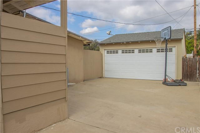 37. 216 S Meadow Road West Covina, CA 91791