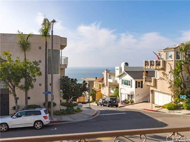 300 28th Street 1, Manhattan Beach, California 90266, 3 Bedrooms Bedrooms, ,3 BathroomsBathrooms,For Sale,28th,SB20234864