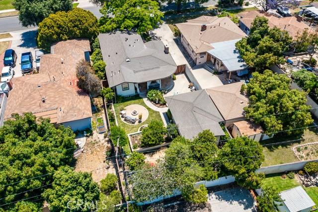 27. 2102 Poinsettia Street Santa Ana, CA 92706