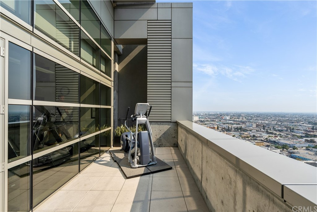 State-of-the-art Fitness Center with Skyline Views