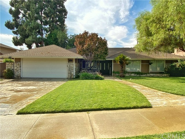 Beautiful custom home in the very desirable Armsley Square neighborhood. When you walk into this home you'll be amazed at the park-like view you get from the front living room....so inviting....plenty of room to add a large swimming pool and still have lots of play room. Kitchen has all been remodeled...open concept...you can be cooking and still be part of the action in the family room. 2 fireplaces....lots of cabinets and storage space...perfect for a growing family. Wood flooring throughout the home....freshly painted....ready for you to move into!! Please call listing agent for an appointment.  Seller is related to listing agent.  NOTE:  OPEN HOUSE SATURDAY OCTOBER 17TH 11AM-3PM .... AND SUNDAY 1PM-4PM....SCHEDULE YOUR APPT...APPTS WILL BE HELD EVERY 10 MINUTES.