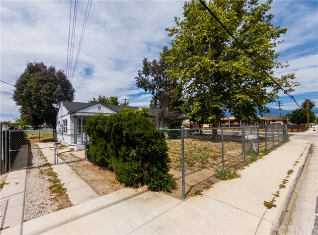 1014 W Devonshire Avenue, Hemet, CA 92543
