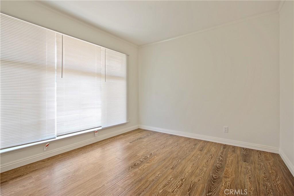 房产卖价 : $79.80万/¥549.00万