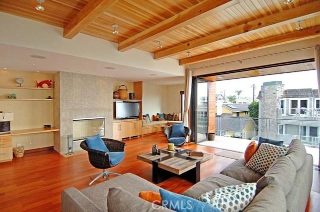 125 13th Street, Manhattan Beach, California 90266, 3 Bedrooms Bedrooms, ,3 BathroomsBathrooms,For Rent,13th,SB20229178