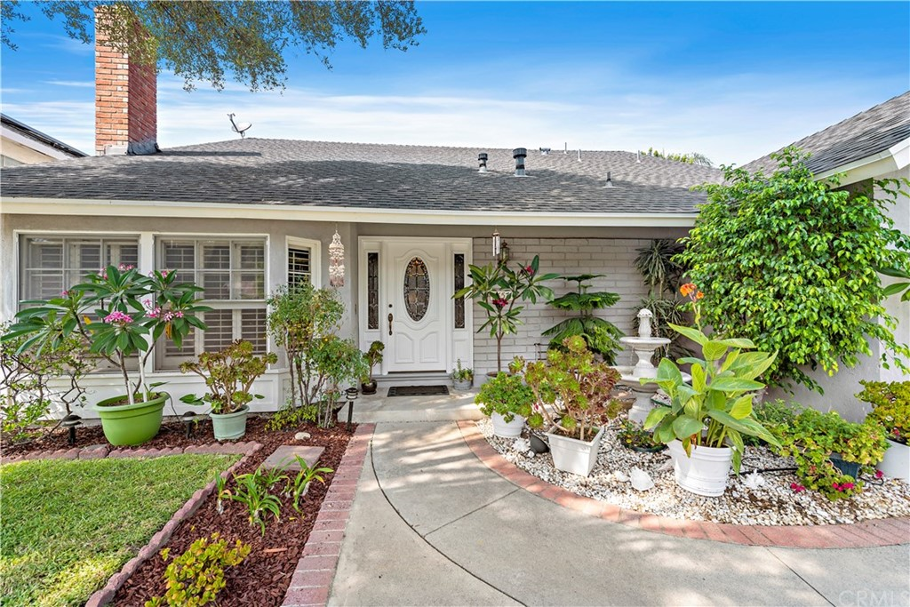 Ideal location & home within walking dist. to renowned MV High School, shopping & dining. This is a GREAT home! RV/boat access on the side behind a gate.(Call agent for dimensions). THE OPTIONS ARE TRULY ENDLESS! If you need flexibility on space, want beauty, a large lot, plenty of room for a pool if desired, room to play or roam....this is your DREAM! Main floor BR designed by builder as the master but you have options! This could also be a study, fitness studio, office - even in-laws quarters! It has a separate entrance if you desire, a spacious storage room, office or even another BR attached.  You'll also find a huge (500 sq. ft.?) water tight, play room or screened porch on the back of the home. Ideal for so many things including sleep overs!! FINALLY a place with loads of room for fun & entertaining! Lovely cheerful kitchen with gorgeous light granite, slider to the side yard & room for a breakfast table or island, formal dining rm., spacious family rm w/high ceilings & cozy fireplace, cstm entry & suspended stairs. There is a separate laundry room inside although currently used as mud rm/storage.  3 upstairs BR's, 2 are GIANT - far larger than typical! Hall bath & extra sink in one of the larger suites. The assessor says this is a 7K sq. ft lot but it feels even bigger! Stroll a short ways for dinner or ice cream, schools or parks, rec center in MV - YOU name it!  This is the perfect place for all the people you love!  AND......Room for EVERYTHING! It's a winner!