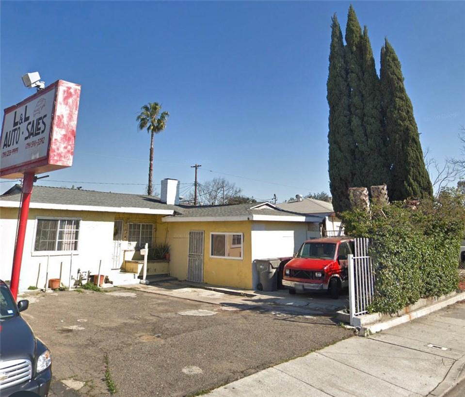 1827 W 17th Street, Santa Ana, CA 92706