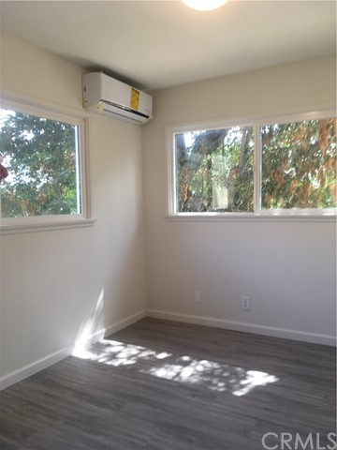 1514 E 4th Street, Santa Ana, CA 92701