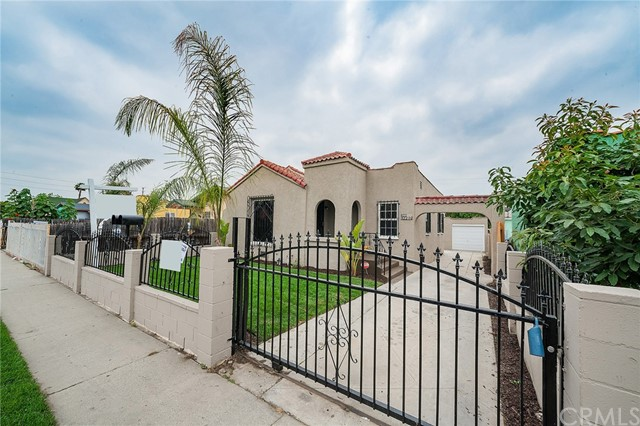 822 E 84th Place, Los Angeles, CA 90001