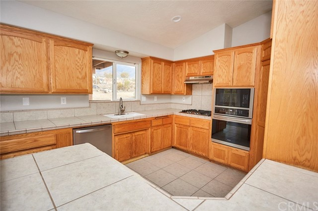 32755 Spinel Rd, Lucerne Valley, CA 92356 Photo 12