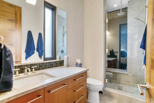 En suite bath to 3rd bedroom