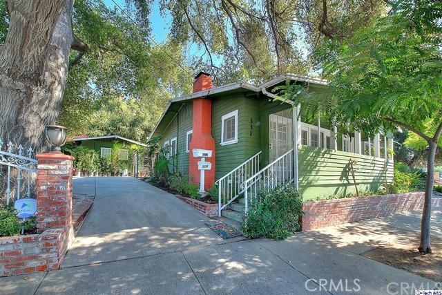 Photo of 331 E Woodbury Road, Altadena, CA 91001