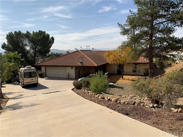 Photo of 27021 Crews Hill Drive, Sun City, CA 92586